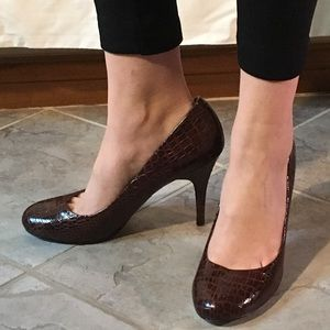 Jessica Simpson faux snakeskin pumps size 9 1/2B
